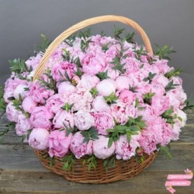 101 розовый пион в корзине
